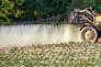Epandage de pesticides sur un champ de pommes de terre àGodewaersvelde ( Nord) en 2012.