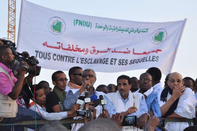 Des militants anti-esclavagistes manifestent à Nouakchott, le 7 mai 2016.