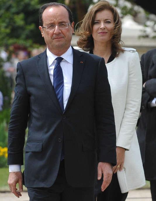 Le président François Hollande et sa compagne Valérie Trierweiller, à Paris, le 15 mai 2012.
