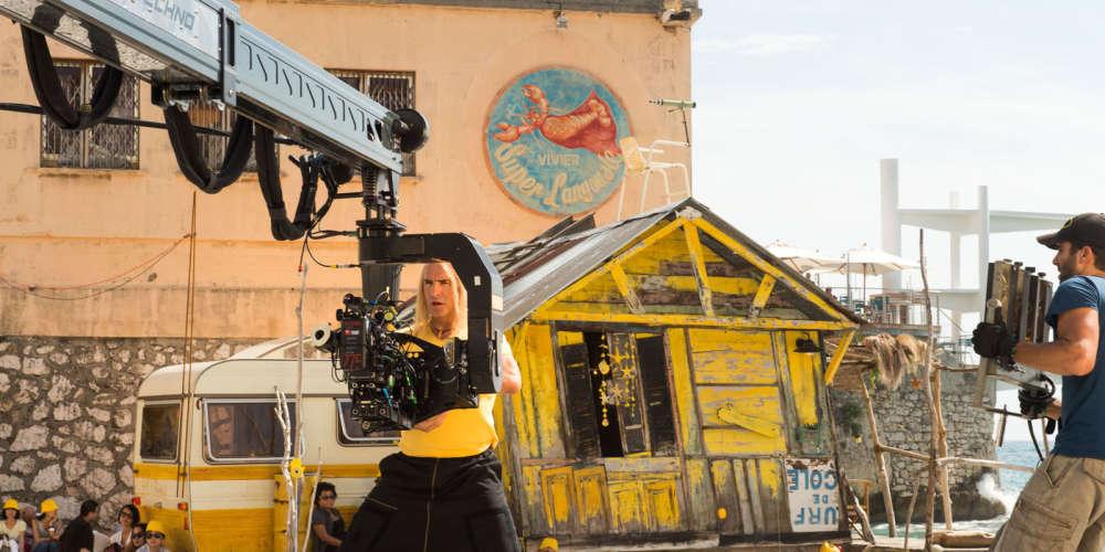 Le 6 avril 2005, «Brice de Nice» sortait dans près de 500 salles en France. Quelques semaines plus tard, cette comédie désarticulée, portée par un surfeur ne sachant pas surfer mais imbattable sur le terrain de la «casse», avait rassemblé plus de 4,3 millions de spectateurs.Pour remonter le fil de l'histoire jusqu'à «Brice 3», «Le Monde» a réuni ses créateurs autour d'un petit déjeuner: le producteur Eric Altmayer, qui représentait aussi son frère Nicolas, le réalisateur James Huth et l'acteur Jean Dujardin.