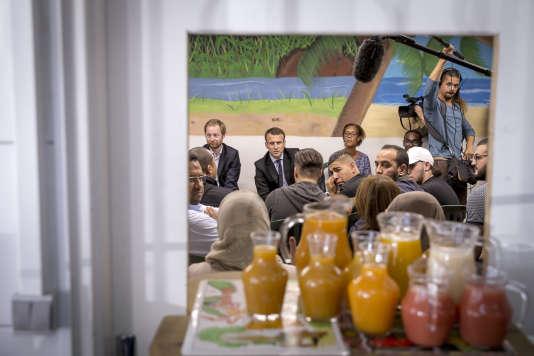 Emmanuel Macron visite le centre «Solidarité Dom-Tom - Hérault» à Montpellier, mardi 18 octobre.
