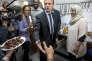 Emmanuel Macron visite le centre «Solidarité Dom-Tom - Hérault» dans le quartier de La Paillade à Montpellier, le 18 octobre.