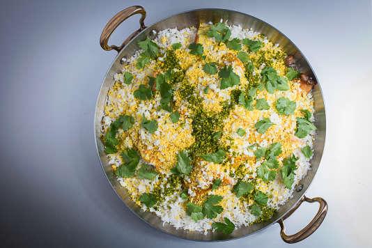 Le kedgeree est un plat britannique de riz et poisson adapté dukhichari indien.