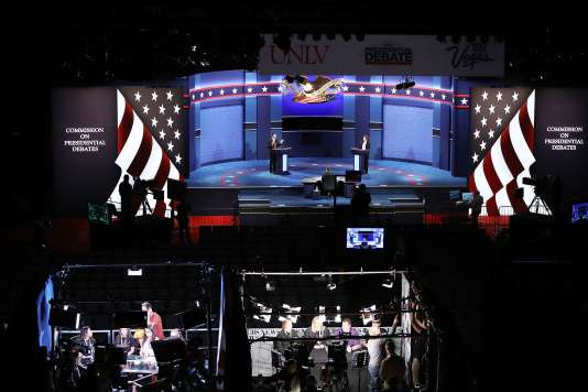 Donald Trump est annoncé avec deux invités suprises :Patricia Smith, la mère d'un Américain tué lors de l'attaque de Benghazi et Malik Obama, le demi-frère de Barack Obama.