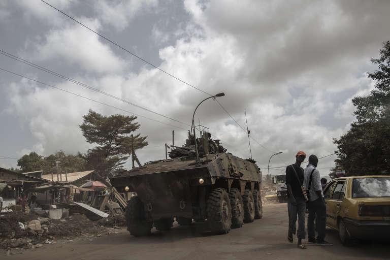 Un véhicule de l'opération française Sangaris, à Bangui, en Centrafrique, en novembre 2015.