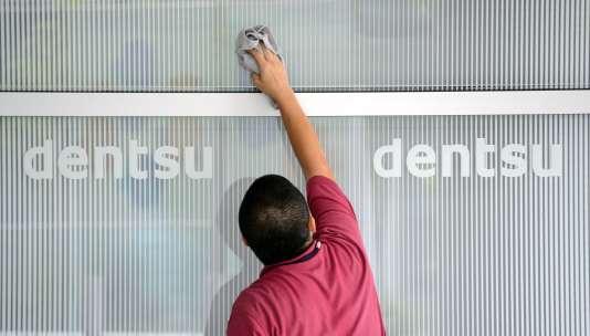 Au siège de l'entreprise Dentsu, à Tokyo, en 2012.
