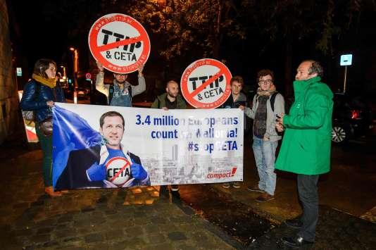 Un manifestant anti-CETA, le 18 octobre à Namur (Belgique).