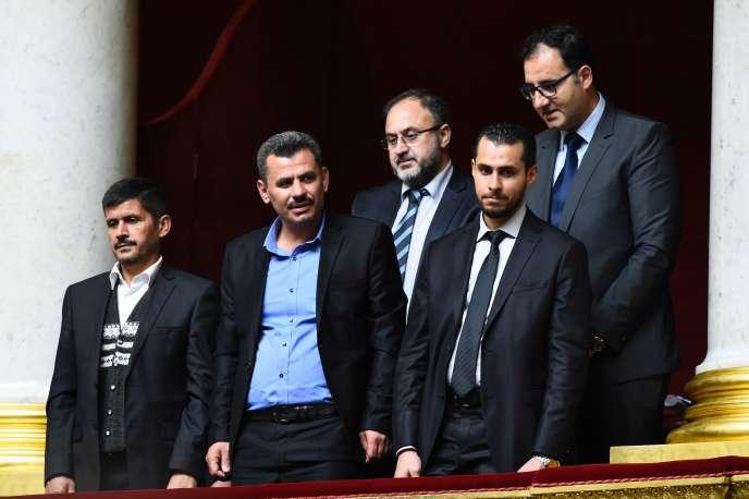 La délégation des« casques blancs», le 18 octobre à l'Assemblée nationale.