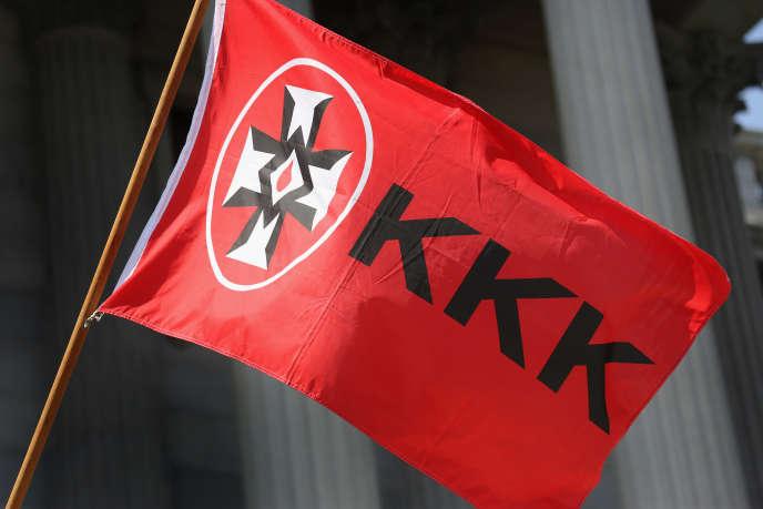 Un drapeau du Ku Klux Klan lors d'une manifestation, le 18juillet 2015, en Caroline du Sud.