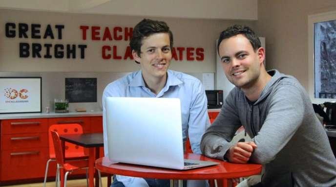 Pierre Dubuc (à gauche) et Mathieu Nebra, cofondateurs d'OpenClassrooms, dans les locaux de la startup à Paris.