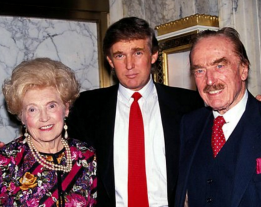 La vraie image montrant Donald Trump avec ses parents.