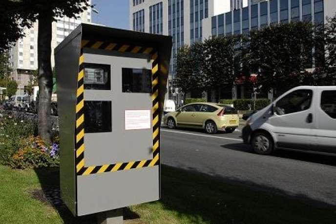 La loi de modernisation de la justice du XXIe siècle introduit l'obligation pour les entreprises de dénoncer le conducteur aux autorités lorsqu'un radar a identifié un véhicule en infraction