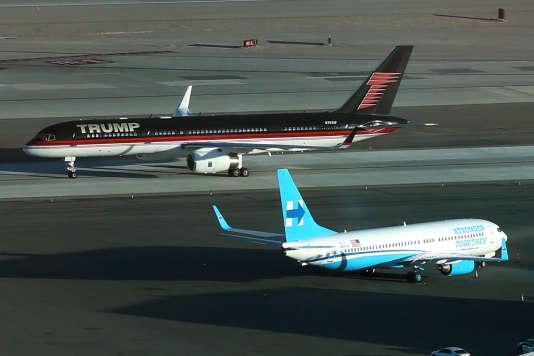 Les avions de campagne de Donald Trump et Hillary Clinton à Las Vegas, mardi 18 octobre.