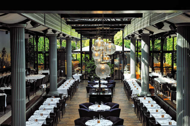 Le restaurant La Gare, à Paris 16e, a étédécoré par l'architecte d'intérieur Laura Gonzalez.