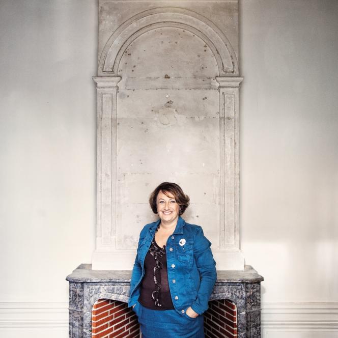 Isabelle Attard, en octobre, dans sa permanencede députée, à Bayeux,en Normandie.