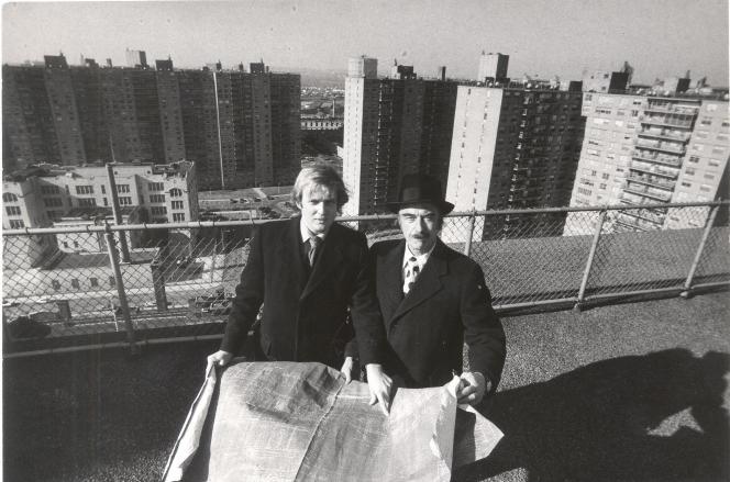 Donald Trump et son père, Fred, en 1973, dans le Queens, à New York.