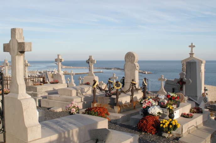 En visitant le Cimetière marin de Sète, on profite d'une admirable vue sur la Méditerranée.