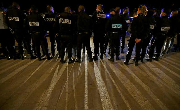 Rassemblement illégal de policiers à Marseille, le 19 octobre.