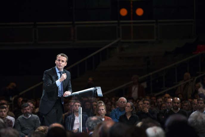 Emmanuel Macron anime un meeting de son mouvement «En marche!» au zénith de Montpellier, mardi 18 octobre 2016.