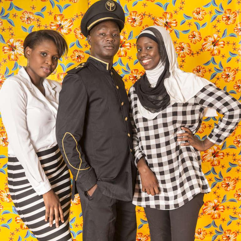 Salimata Fall, 3e année de comptabilité-gestion (ESP), Mame Mor Leye Gueye, 4e année de génie électromécanique (EPT), Maïmouna Kamby, 24 ans, 3e année de droit privé des affaires (UCAD).« La vie est comme une pièce de théâtre, chacun a un rôle à jouer. » (Maïmouna)