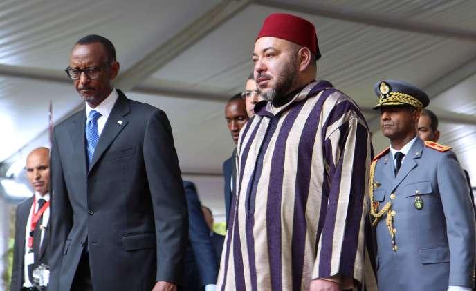 Le président rwandais Paul Kagamé et le roi du Maroc Mohammed VI, à Kigali, le 19 octobre, lors d'unevisite d'Etat au Rwanda, première étape d'une tournée dans trois pays d'Afrique de l'Est.