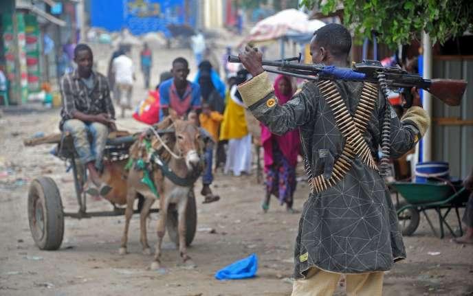 Des soldats somaliens patrouillent à Afgooye, à environ 30 kilomètres au sud de la capitale, Mogadiscio, le 19 octobre.