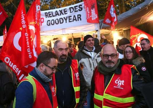 Tous les militants présents à Amiens mercredi 19 et jeudi 20 octobre demandent la relaxe des anciens de Goodyear.