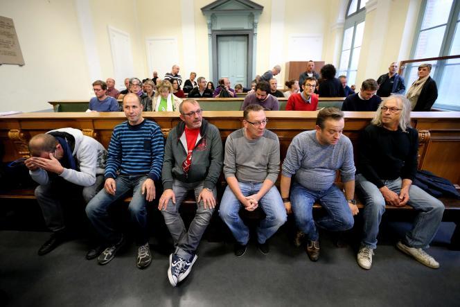 Six des huit prévenus, mercredi 19 octobre, devant la cour d'appel d'Amiens.