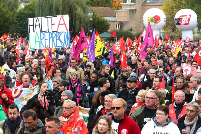 Entre 5000 et 10000 personnes se sont rassemblées à Amiens pour soutenir les anciens salariés de Goodyear.