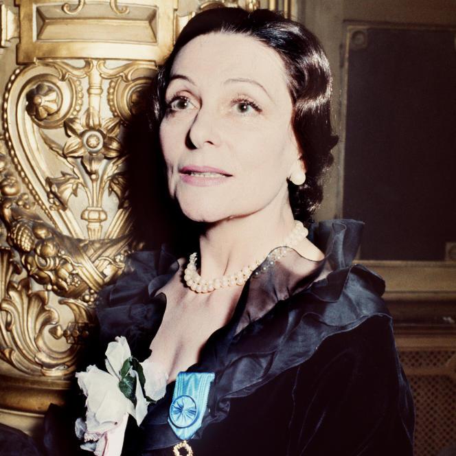 La danseuse étoile Yvette Chauviré lors de la cérémonie de remise de la médaille de l'Ordre national du mérite à Paris en octobre 1972.
