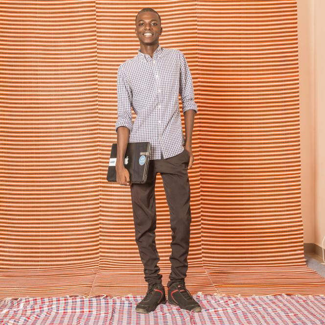 Mohamed Moustapha Sarr, 21 ans, 3e année ingénierie de conception des télécoms (ESMT). «Je rêve de choses qui n'ont jamais existé et je dis