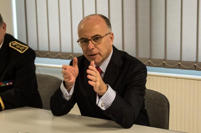 Le ministre de l'intérieur, Bernard Cazeneuve, lors d'une visite à l'université deVilleneuve-d'Ascq, le 20 octobre.