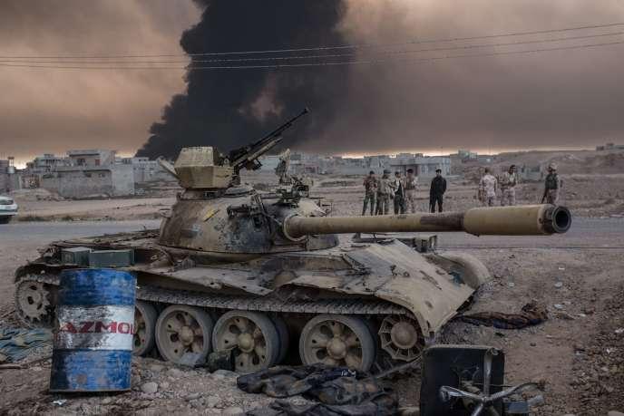 Des soldats irakiens près de la ville de Qayyarah, à 60 kilomètres au sud de Mossoul, le mercredi 19 octobre.