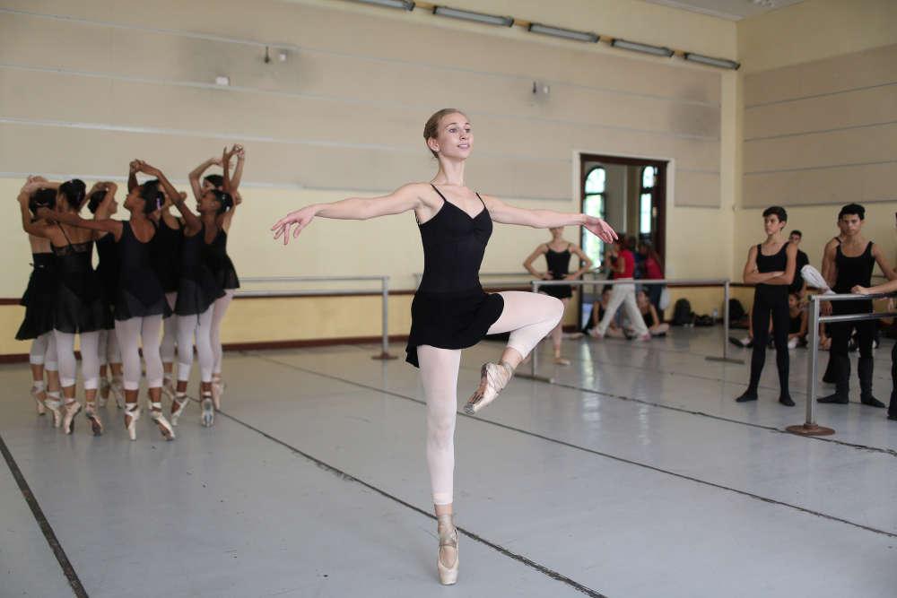 «C'est un véritable honneur pour moi et je suis très reconnaissante envers mes professeurs », a déclaré la danseuse américaine Catherine Conley, lors de son séjour au seinde la prestigieuse Ecole nationale de ballet de Cuba.