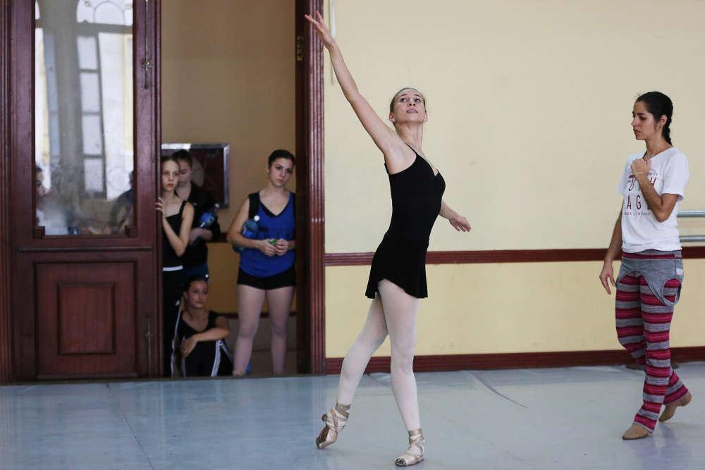 « Je suis profondément émue que Ramona de Saa, la directrice de l'École de danse classique nationale cubaine, et son équipe d'enseignants m'aient choisie comme artiste : quel privilège ! », a-t-elle poursuivi.