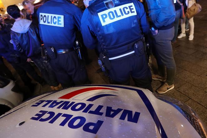 Des policiers manifestent à Nice, le 20 octobre, suite à l'agression d'un agentà la Grande Borne, une cité de Grigny (Essonne).