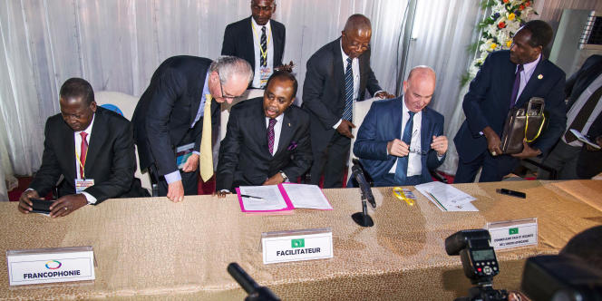A Kinshasa, le 1er septembre 2016, l'ancien premier ministre togolais Edem Kodjo,« facilitateur» désigné par l'Union africaine pour sortir la République démocratique du Congo de la crise politique, ouvre les négociations.