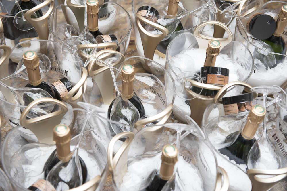 Oeuvre d'art ? Non, chariot de champagne pour le vernissage.