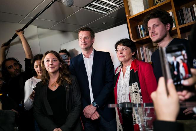 Yannick Jadot et Michèle Rivasi (au centre), respectivement premier et deuxième du premier tour de la primaire d'EELV, mercredi 19 octobre.