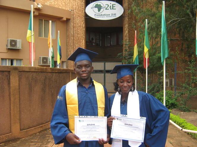 Deux étudiants de l'école d'ingénieurs 2iE, à Ouagadougou.