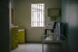 29 janvier 2014. Une cellule du centre pénitentiaire D'Alençon-Condé accueille 68 détenus condamnés à des peines longues et réputés, pour certains, difficiles.  46% des détenus de Condé-sur-Sarthe ont été exclus d'autres centrales.