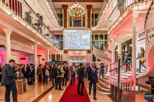 «Mardi 11 octobre, s'est tenue à Paris la 6e édition de la #rmsconf (notre photo), un événement annuel réunissant 700 acteurs du recrutement 2.0 et de la marque employeur. On pouvait y croiser beaucoup de start-ups mais aussi des poids lourds de l'emploi tels que l'opérateur public Pôle emploi, les sites Viadeo, Indeed, Le Bon coin…