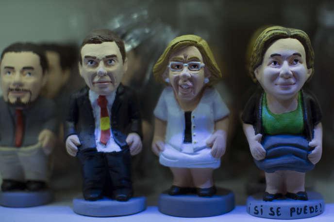 Des figurines représentant Pablo Iglesias (Podemos), Pedro Sanchez (ex-dirigeant du PSOE), la maire de Madrid, Manuela Carmena, celle de Barcelone, Ada Colau (élues avec le soutien de Podemos), dans une boutique madrilène.