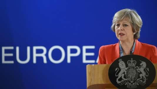 Theresa May lors du conseil européen du 21 octobre.