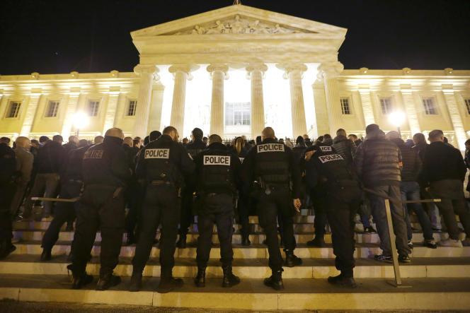 Manifestation de policiers à Marseille, le 20 octobre.