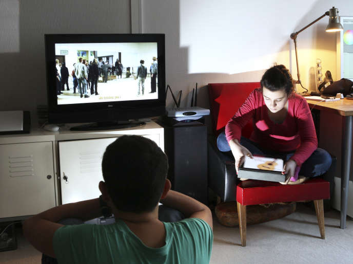 Les chercheurs étasuniens préconisent notamment un « couvre-feu des médias » avant le coucher.