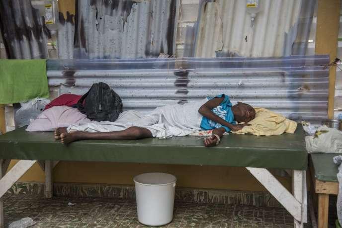 Un jeune garçon atteint du choléra, au centre de santé de Moron, en Haïti, le 12 octobre.