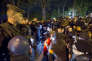 Des policiers font un sit-in sur l'avenue des Champs-Elysées, à proximité du palais de l'Elysée, à Paris, le 21 octobre.