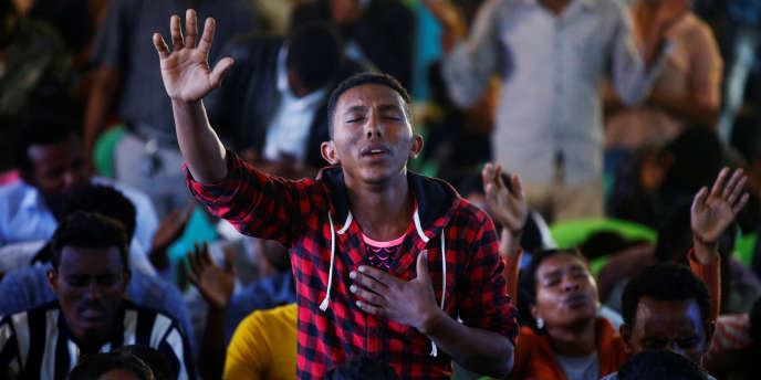 A l'église luthérienne de Biftu Bole, lors d'une prière pour les manifestants de la ville de Bishoftumorts il y a deux semaines au cours d'Irreecha, une fête traditionnelle oromo, l'ethnie majoritaire d'Ethiopie, à Addis-Abeba, le 16 octobre 2016.