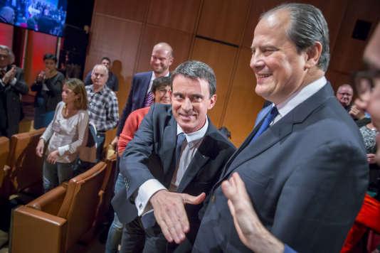 Manuel Valls etJean-Christophe Cambadélis, à Tours, samedi 22 octobre 2016.